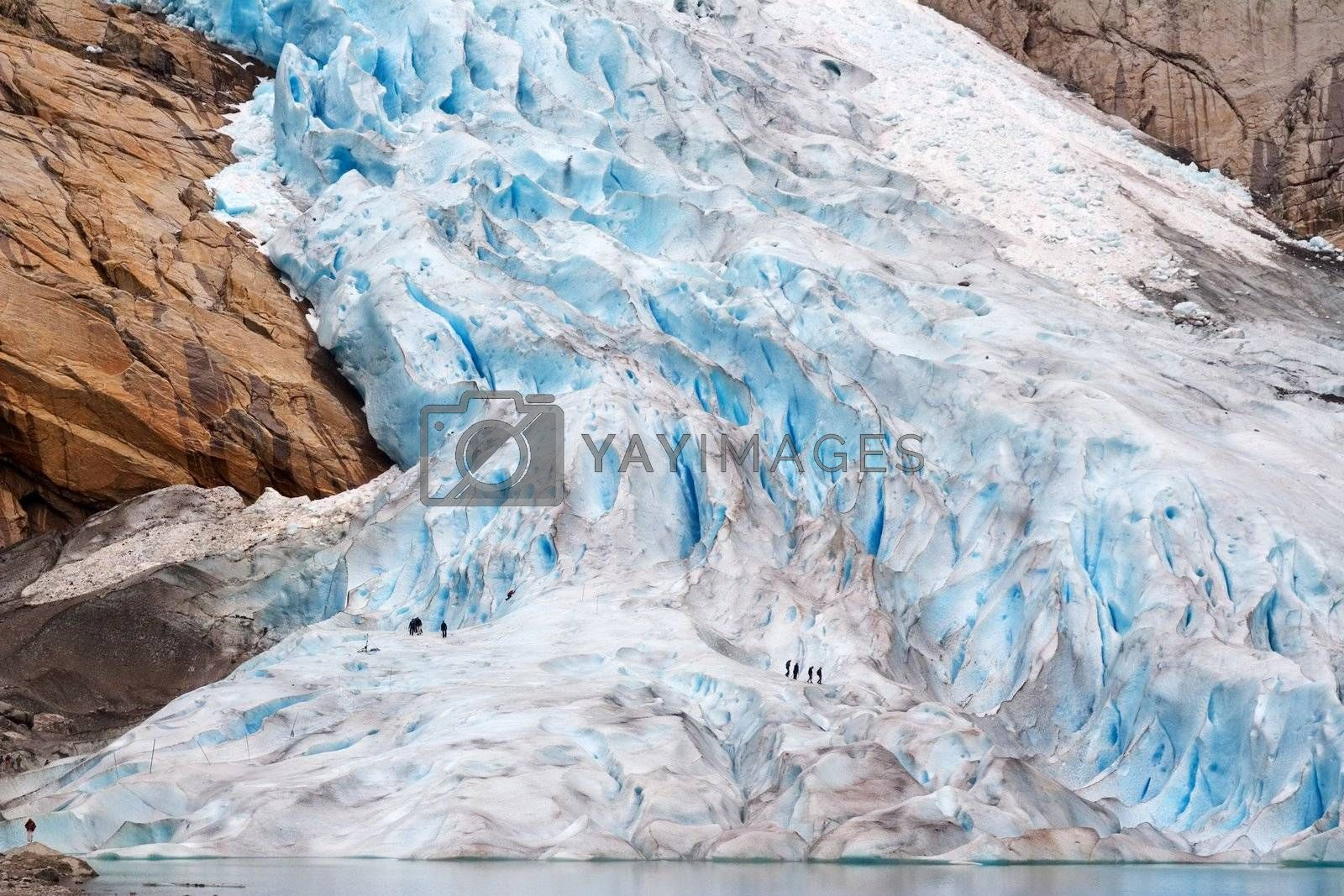 Walking up the glacier by MikLav