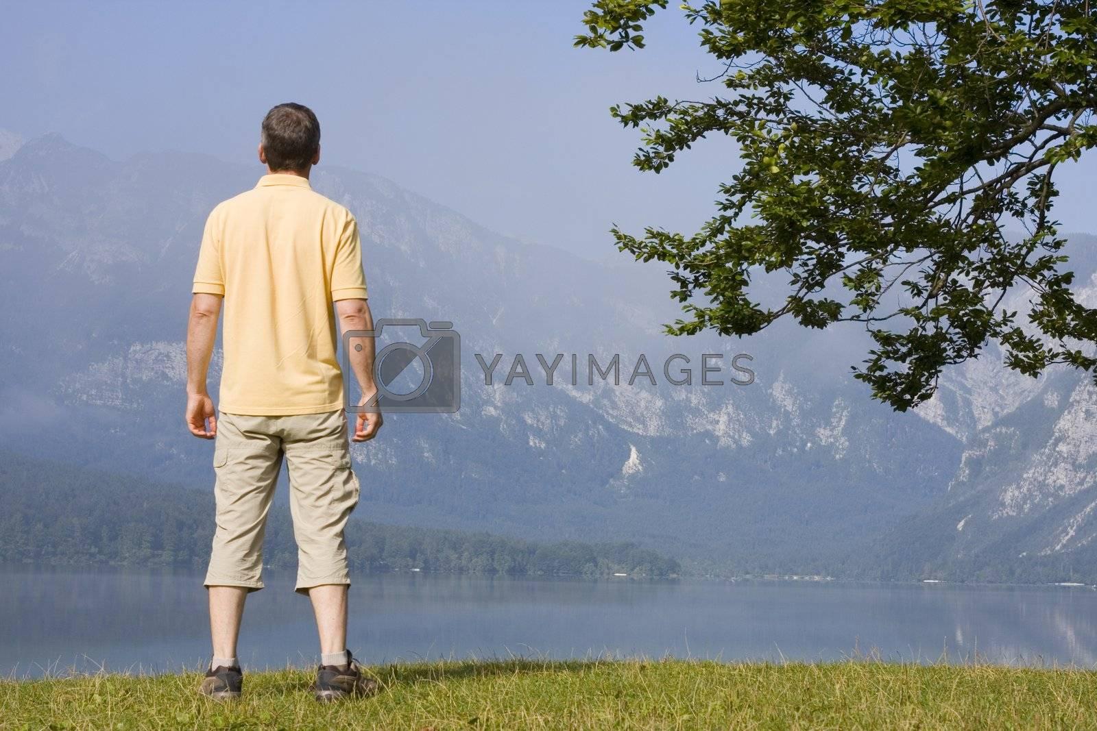 Man enjoying landscape at a mountain lake