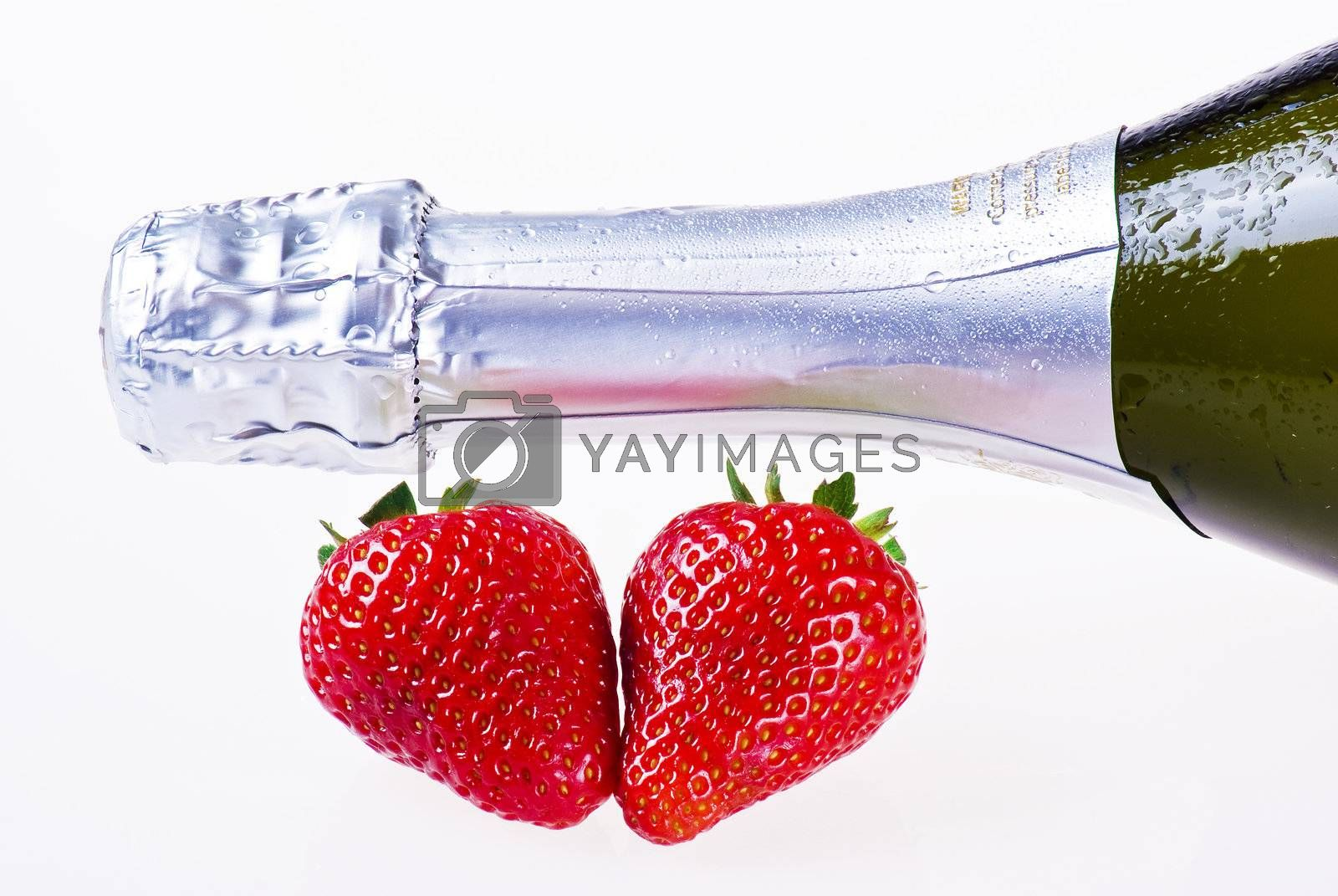 Champagne and strawberries by caldix