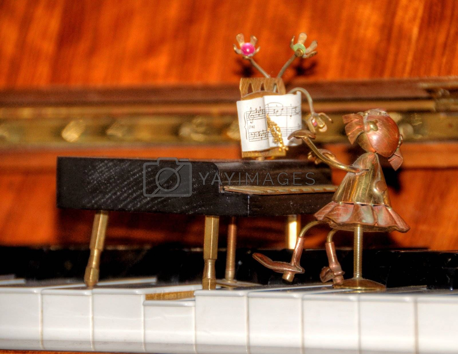 piano figurine