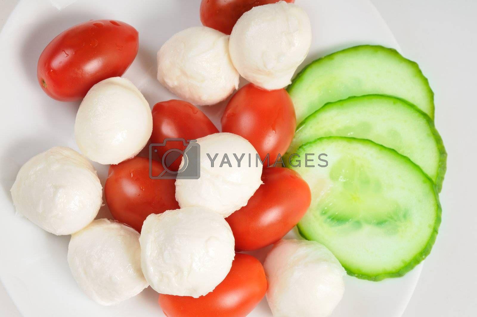 Diet salad with cherry tomatoes and mozzarella.