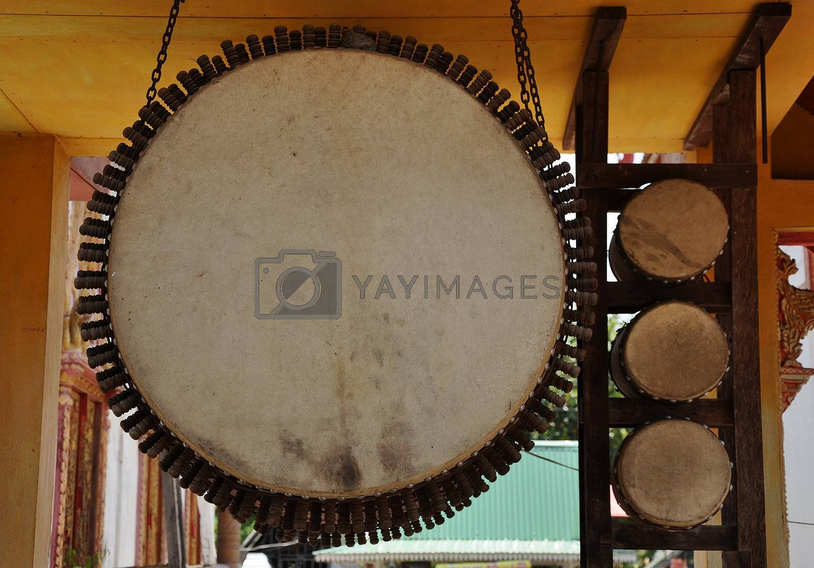Measure almost all the way north to the temple, which has a drum. The drums used in religious And various sacred.