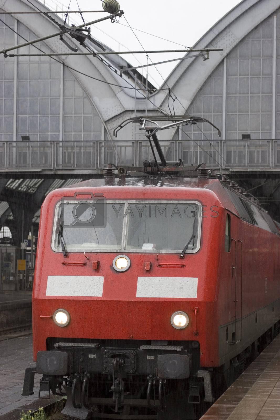 Zug vor der Abfahrt im Bahnhof