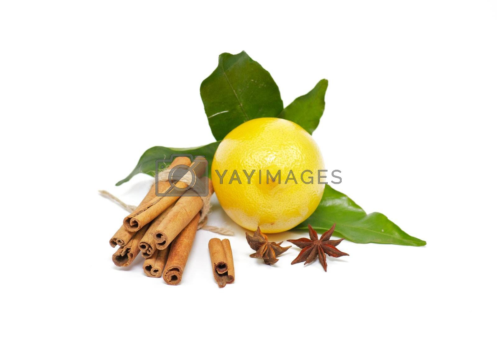 Lemon with cinnamon and anise