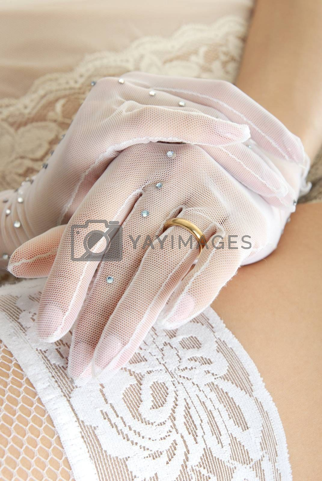 Close-up photo of the bridal hands on her naked hip