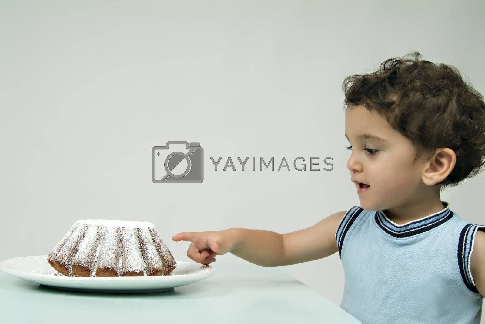 child and coffe cake
