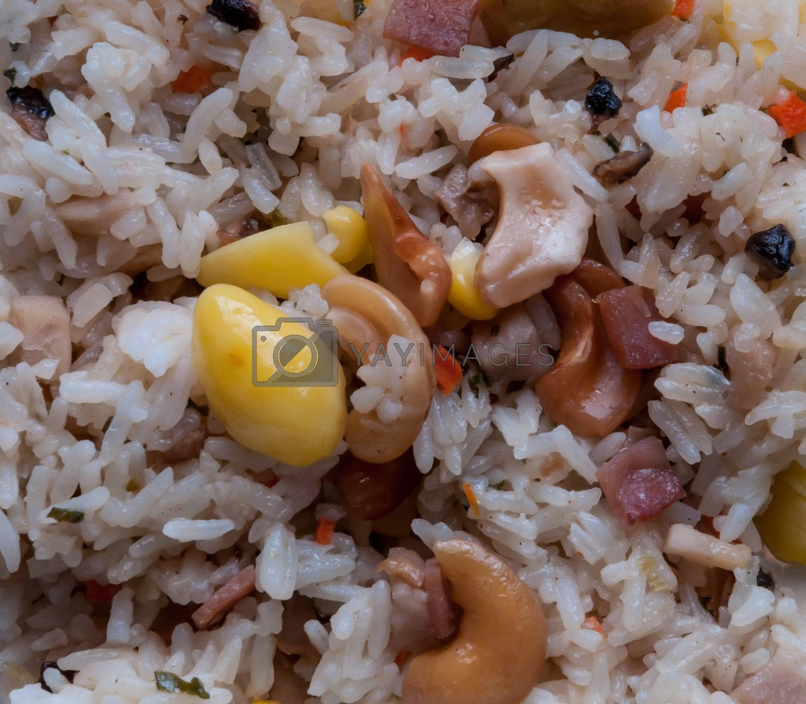 Fired rice is composed of ginkgo, cashew nut, ham, corn and raisin