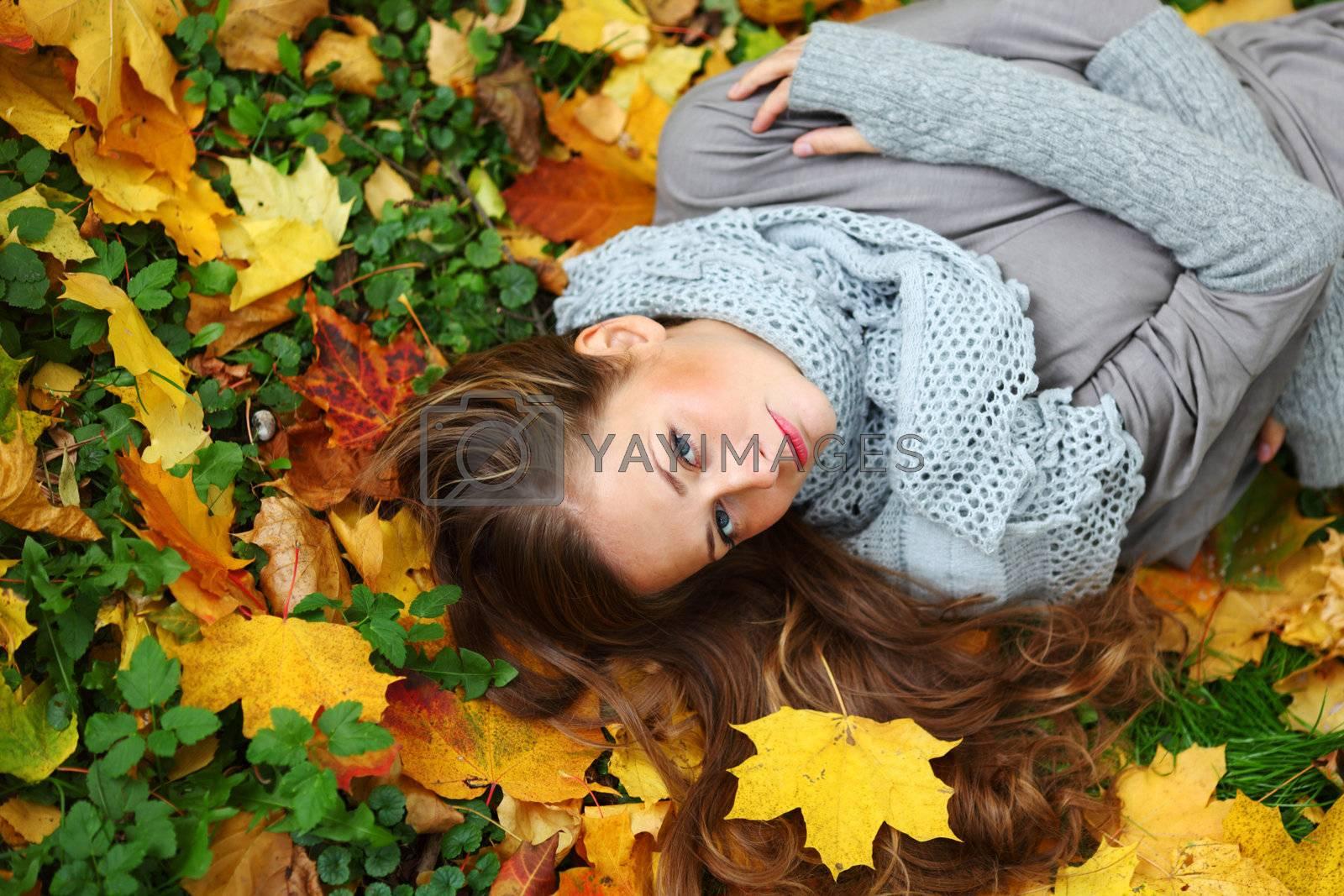 autumn woman portret in park