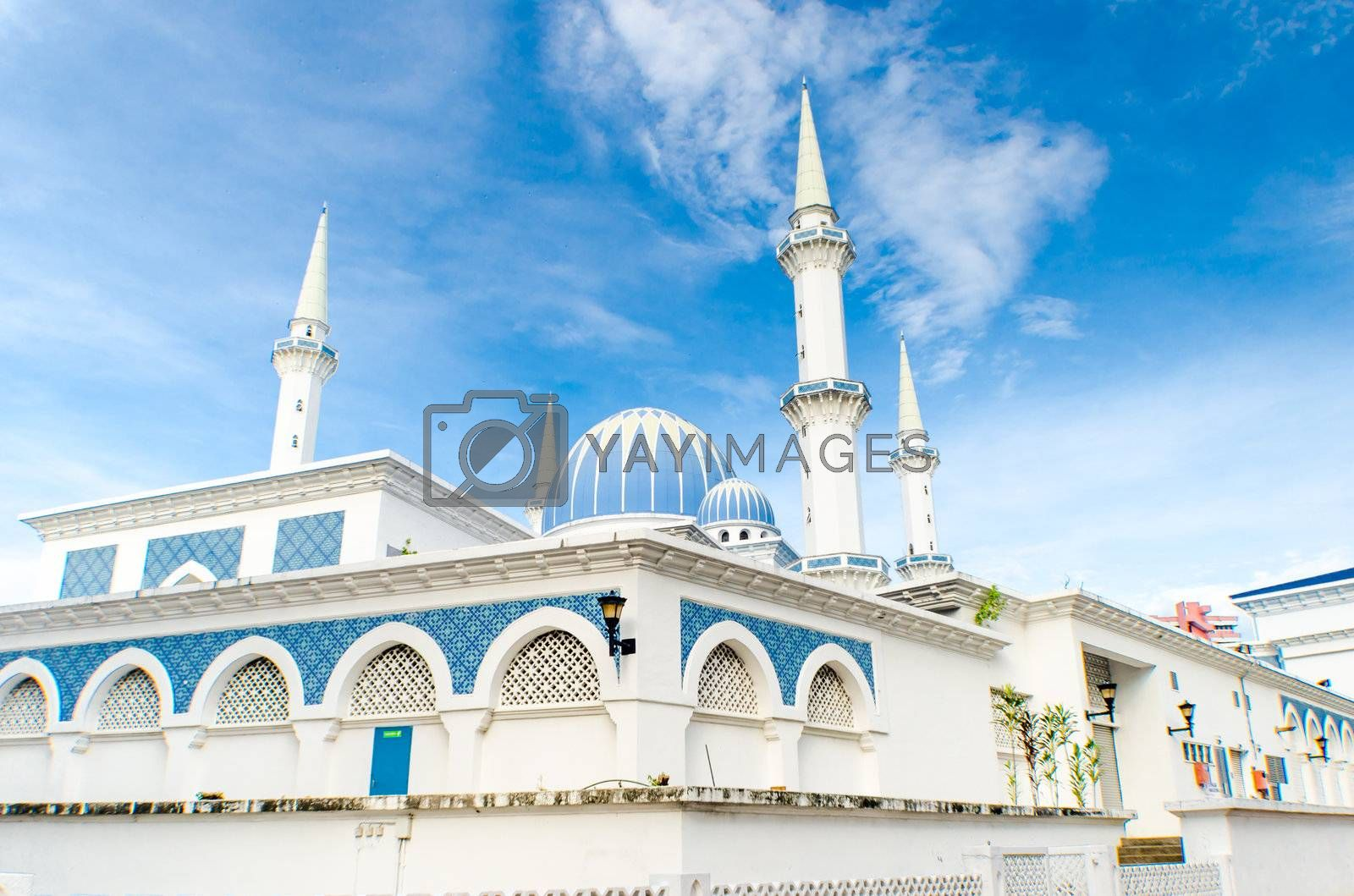 Mosque with blue sky by shahril