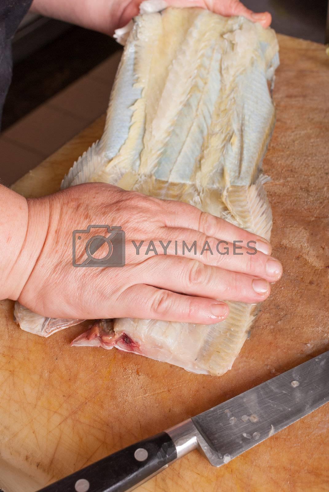 Preparing a sole by hemeroskopion