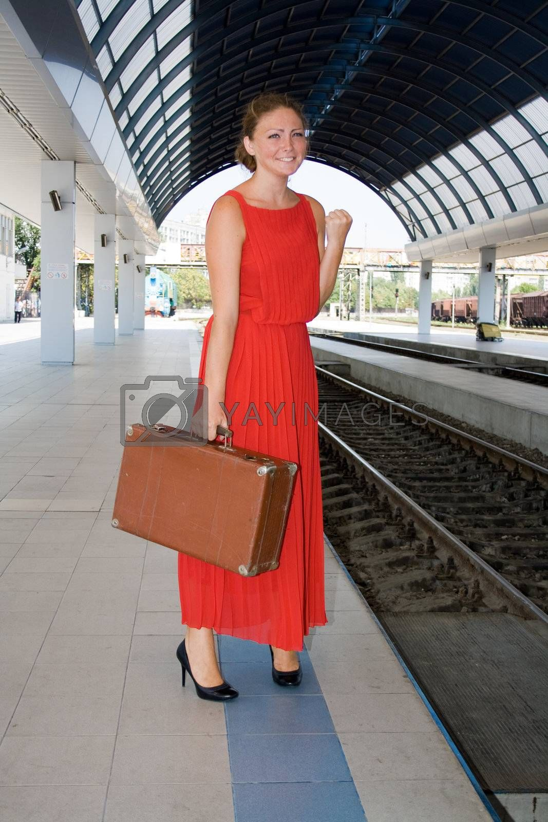 Offended by a woman with a suitcase in his hand too late for the train