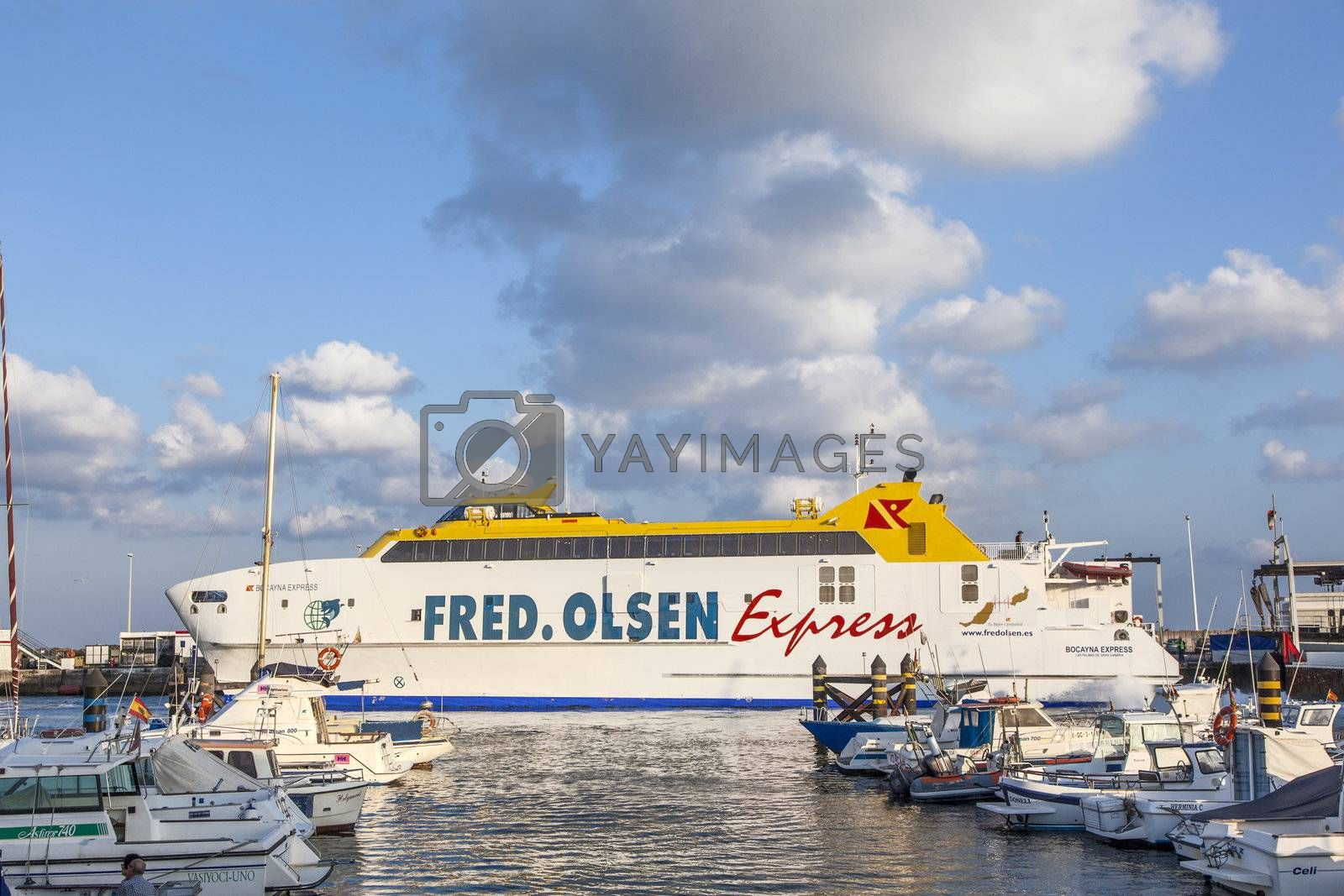 the ferry Bocayna Express from Fred Olsen in the harbor of Playa by meinzahn