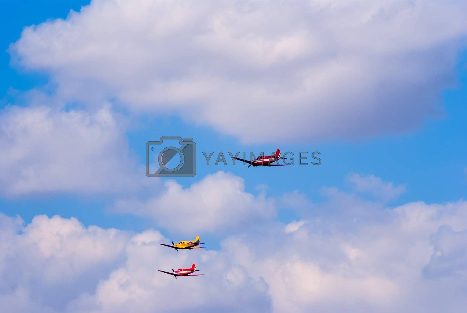 formation flying light training and commercial aircraft