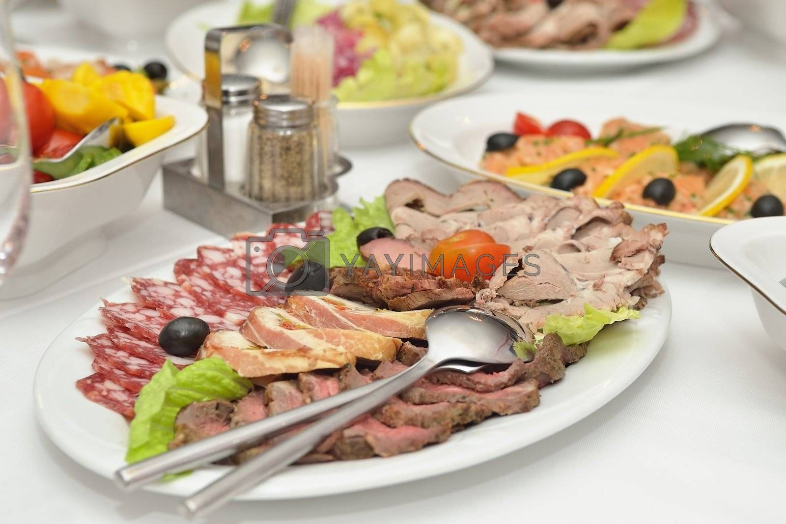 Appetizer of meat served at the table.