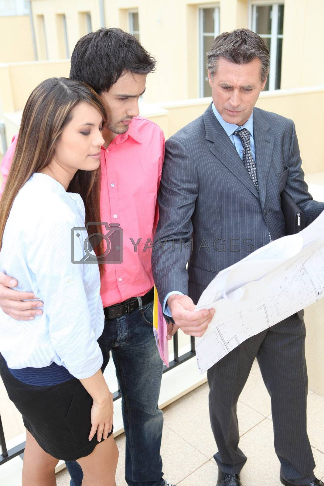 Couple with realtor