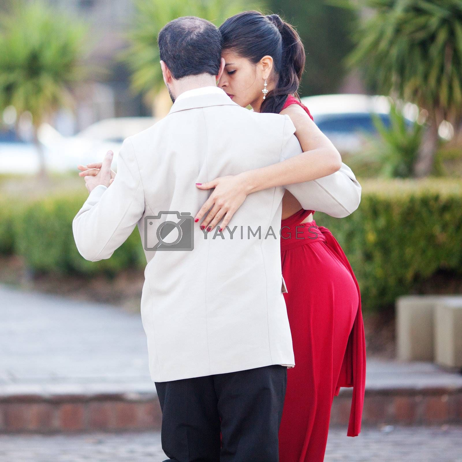 BUENOS AIRES - MAY 1: A pair of tango dancers perform on May 1, 2012  in San Telmo in Buenos Aires, Argentina.