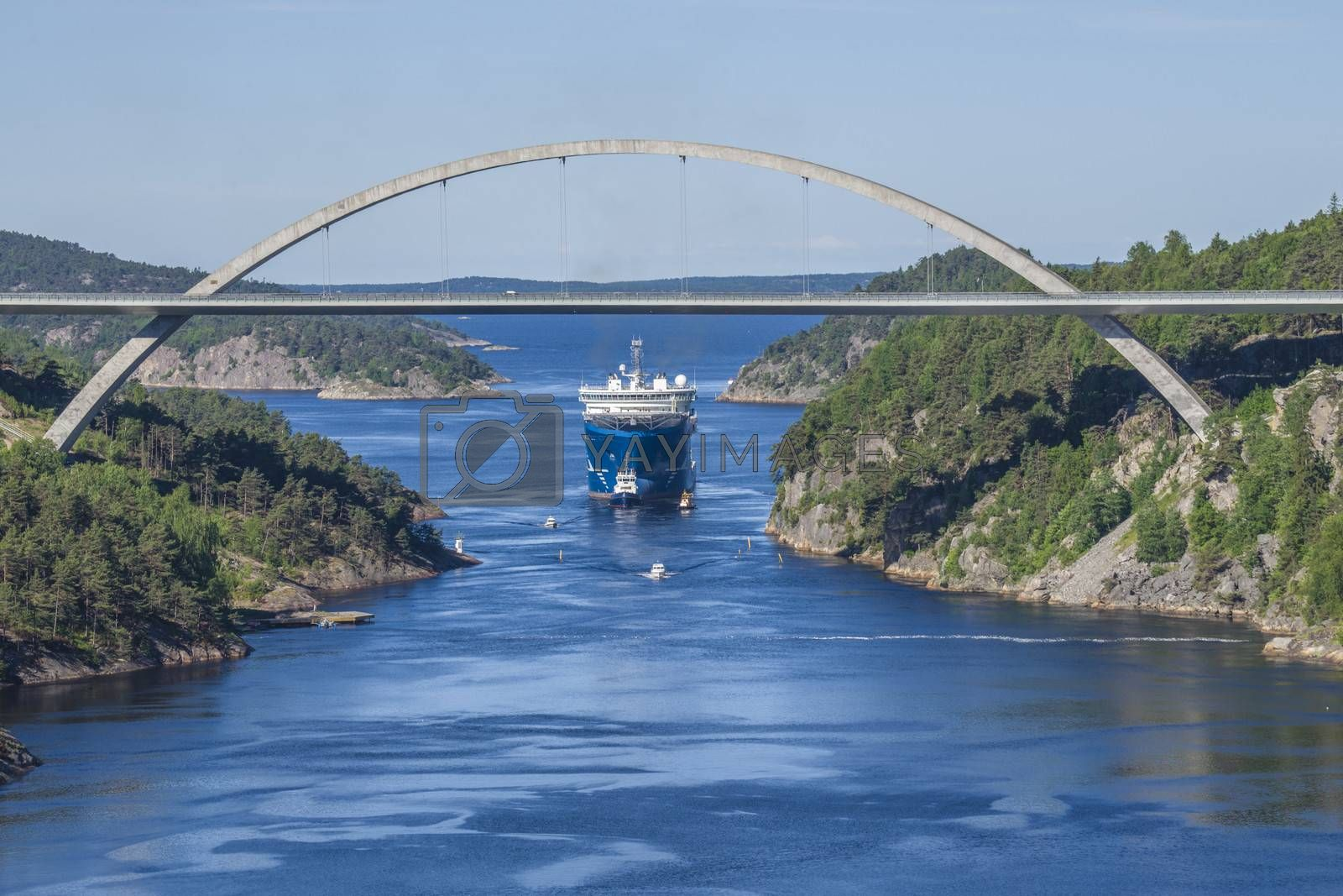 Tug Achilles and tug Belos have started towing the MV North Sea Giant through Ringdalsfjord in Halden, Norway.