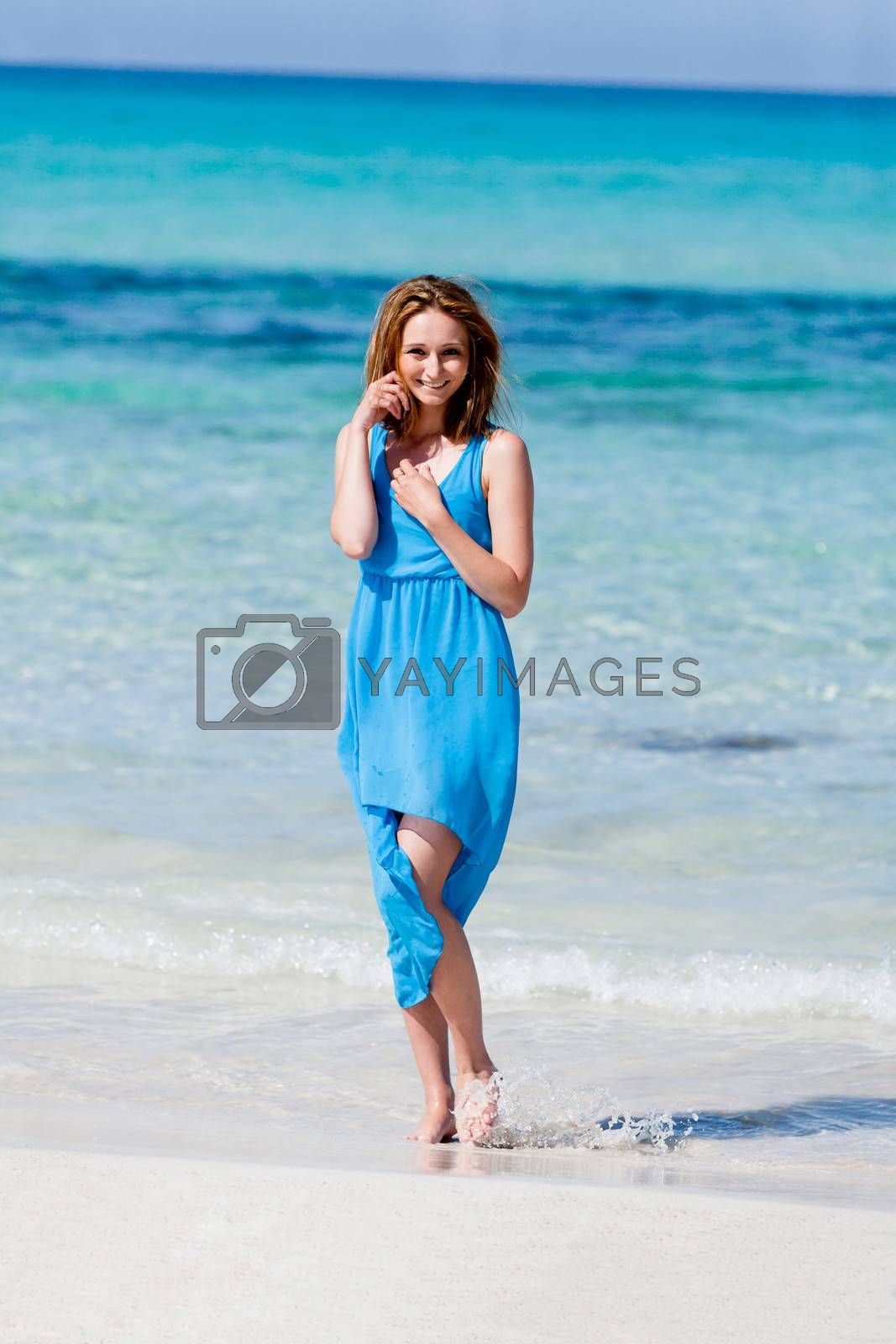 beautful happy woman on the beach lifestyle summertime carefree