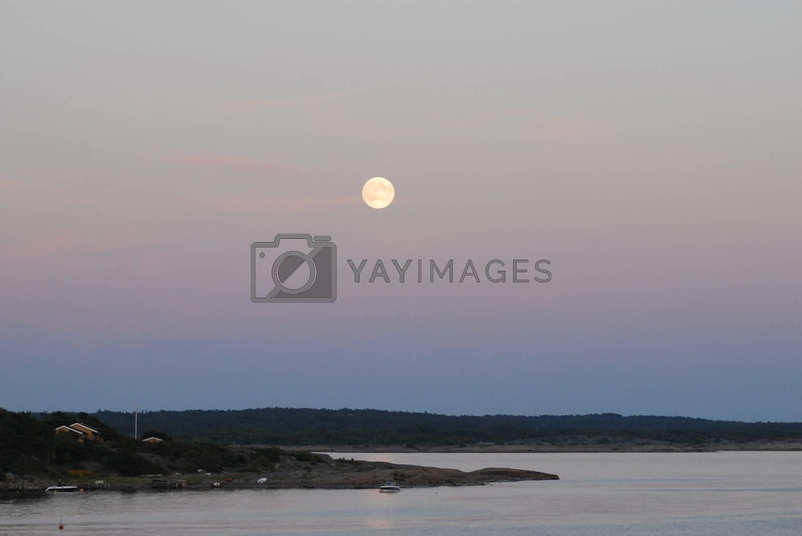 Full moon by Bildehagen