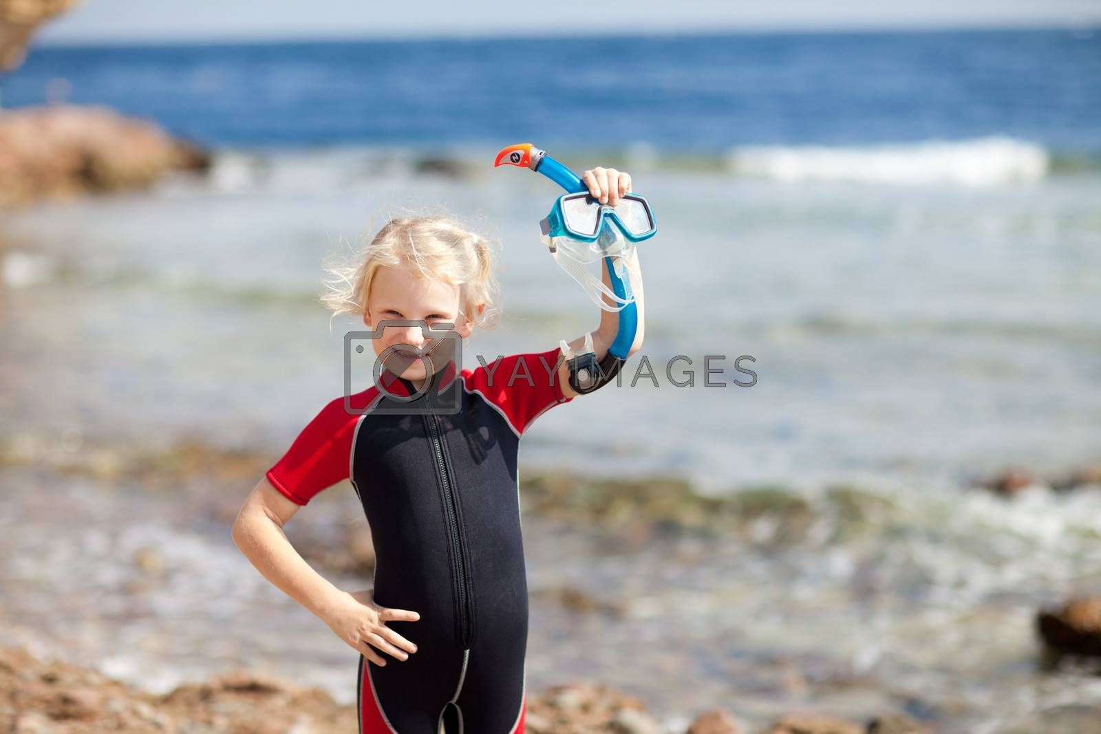 small diver with the mask