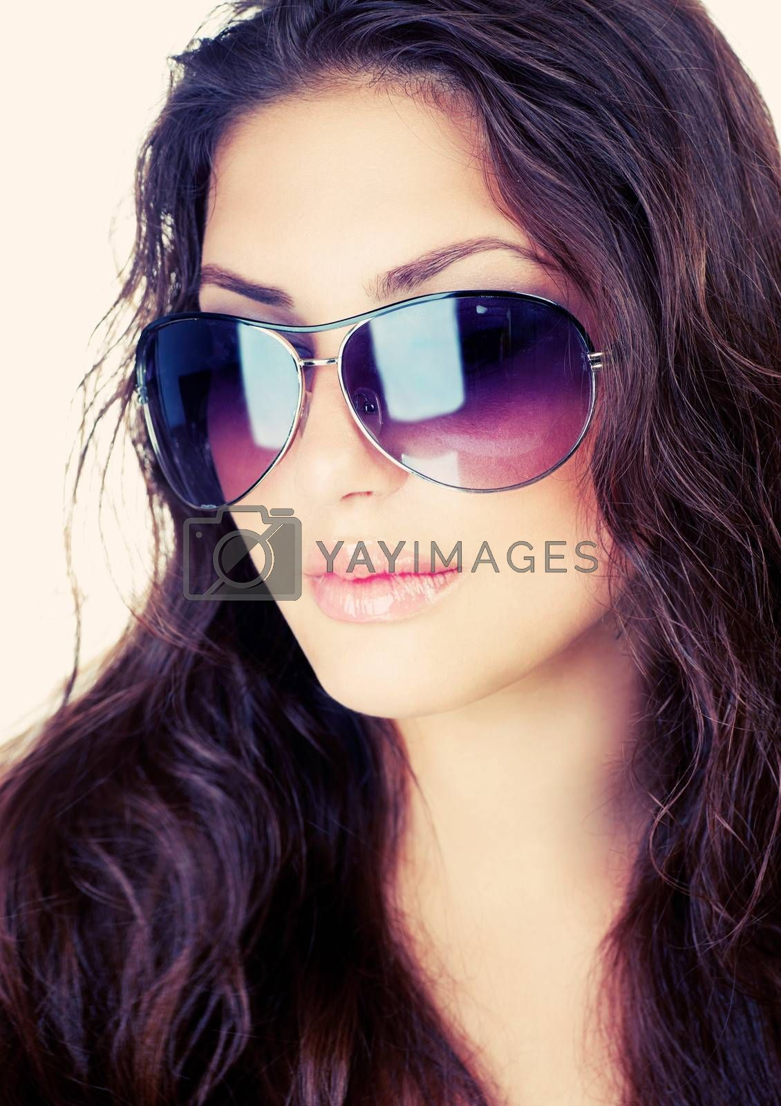 Beauty Stylish Fashion Model Girl wearing Sunglasses