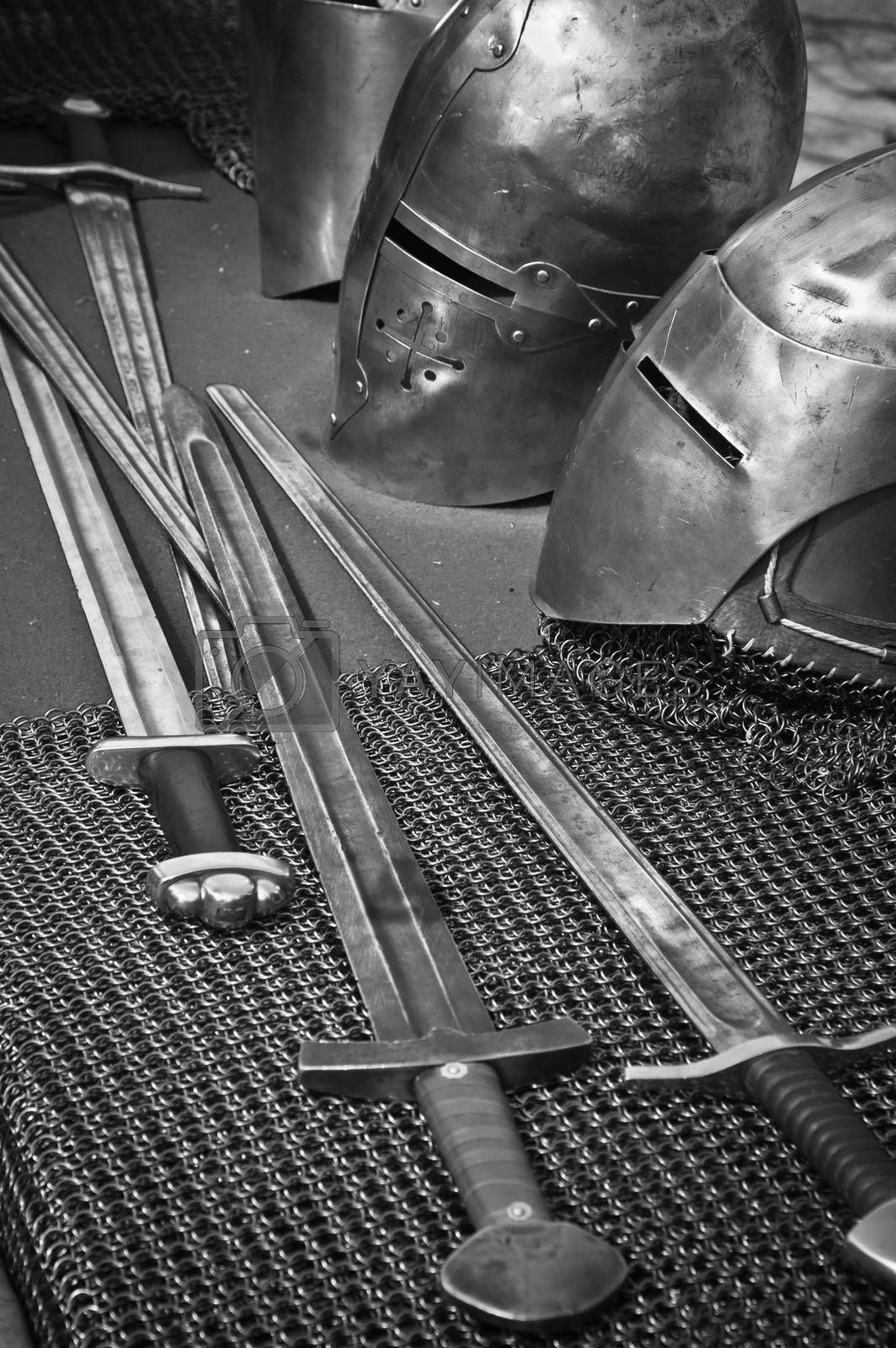 The knightly weapon and armour