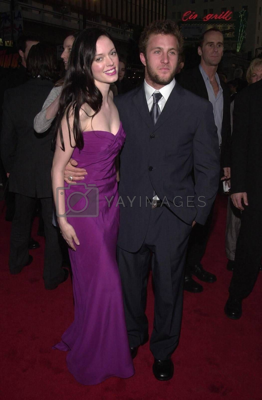 """Rose McGowan and Scott Caan at the premiere of Warner Brother's """"READY TO RUMBLE"""" in Hollywood, 04-05-00"""