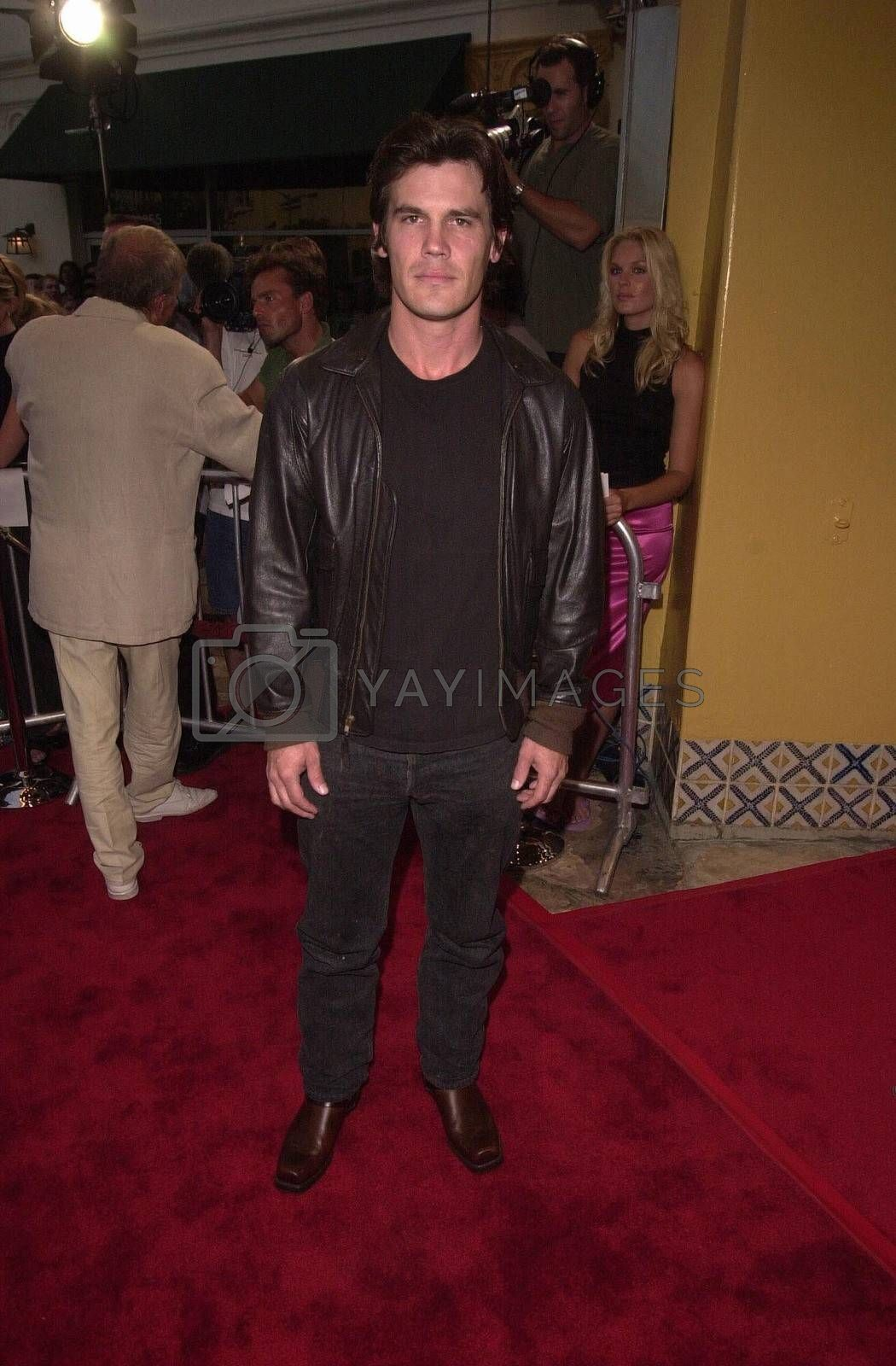 Josh Brolin at the premiere of Hollow Man in Westwood. 08-02-00