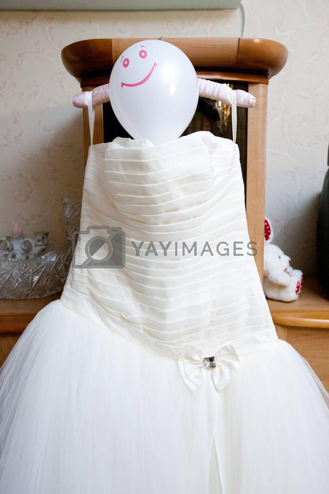 wedding dress with balloon as a head