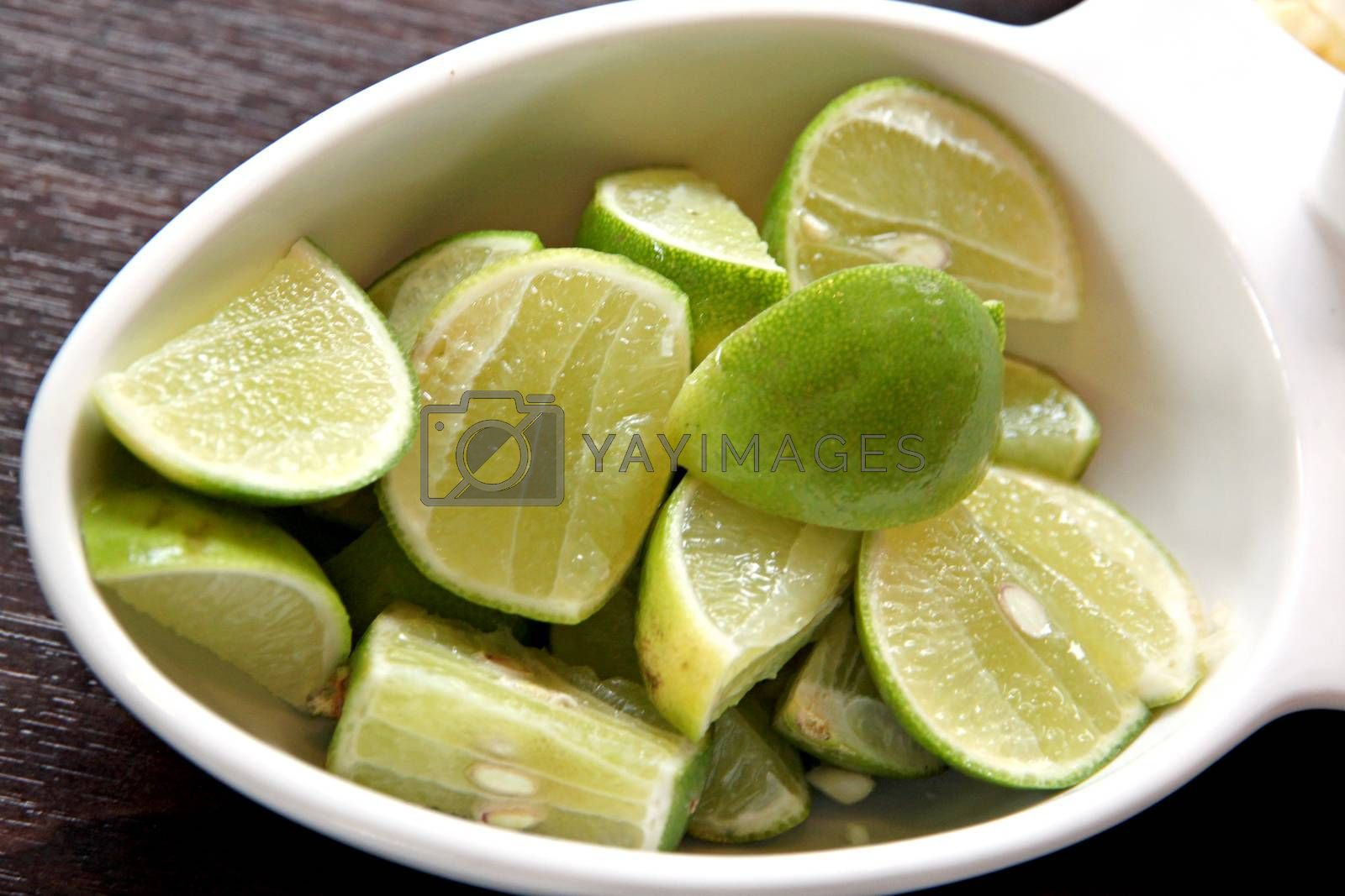 The Picture focus Slide lemon in white Dish.