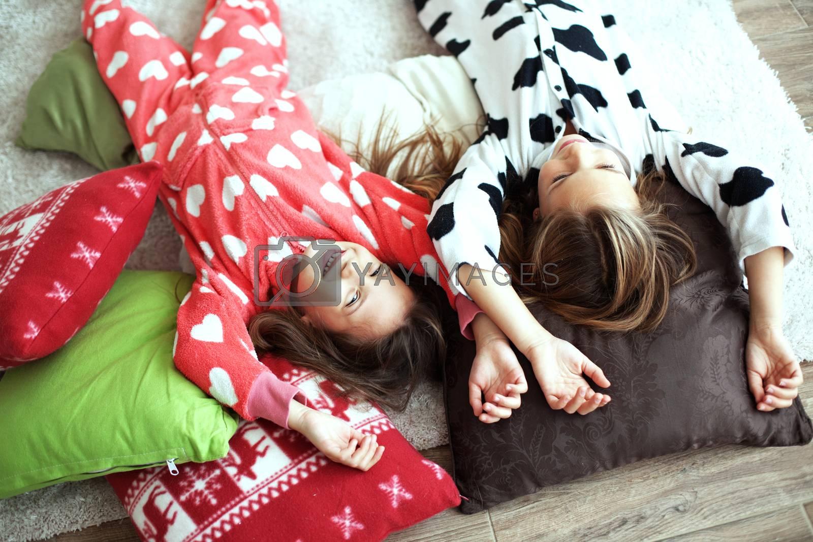 Pajamas party by alenkasm