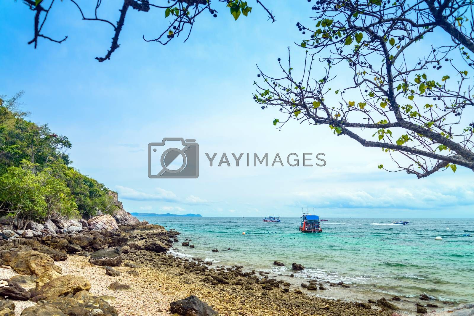Scene Beach at  Koh Larn, Ta Yai Beach by jakgree