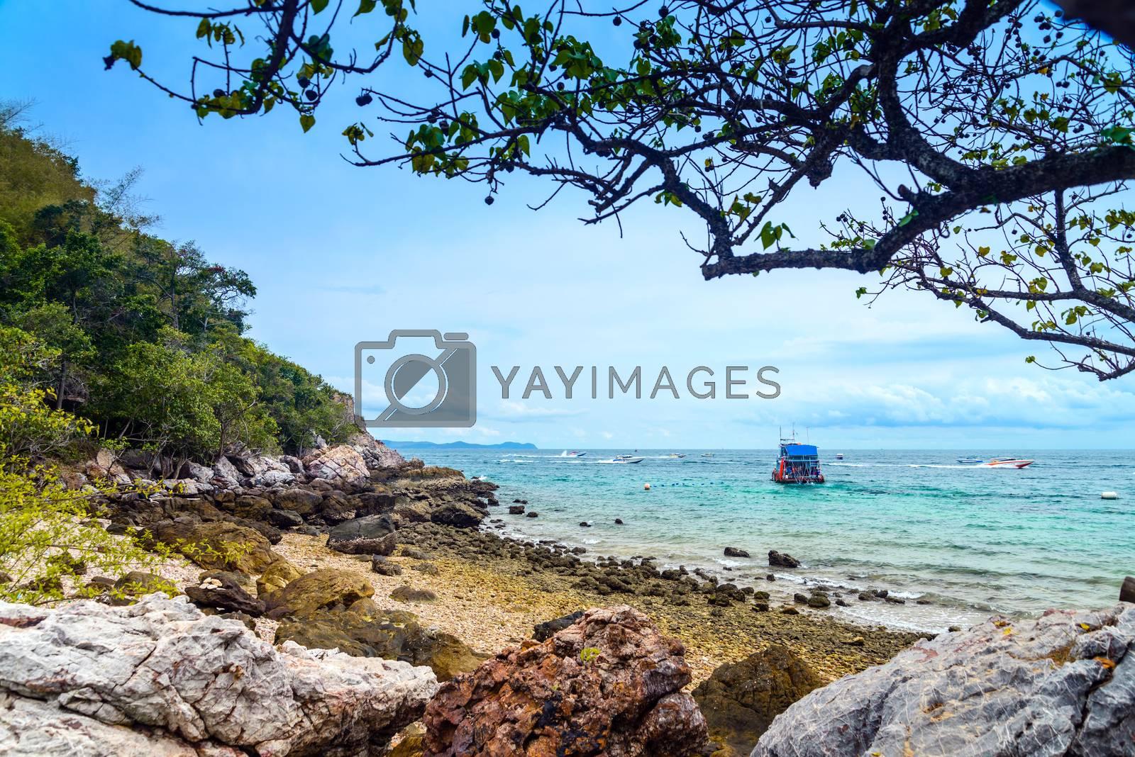 Scene Beach at  Koh Larn, Ta Yai Beach  by jakgree