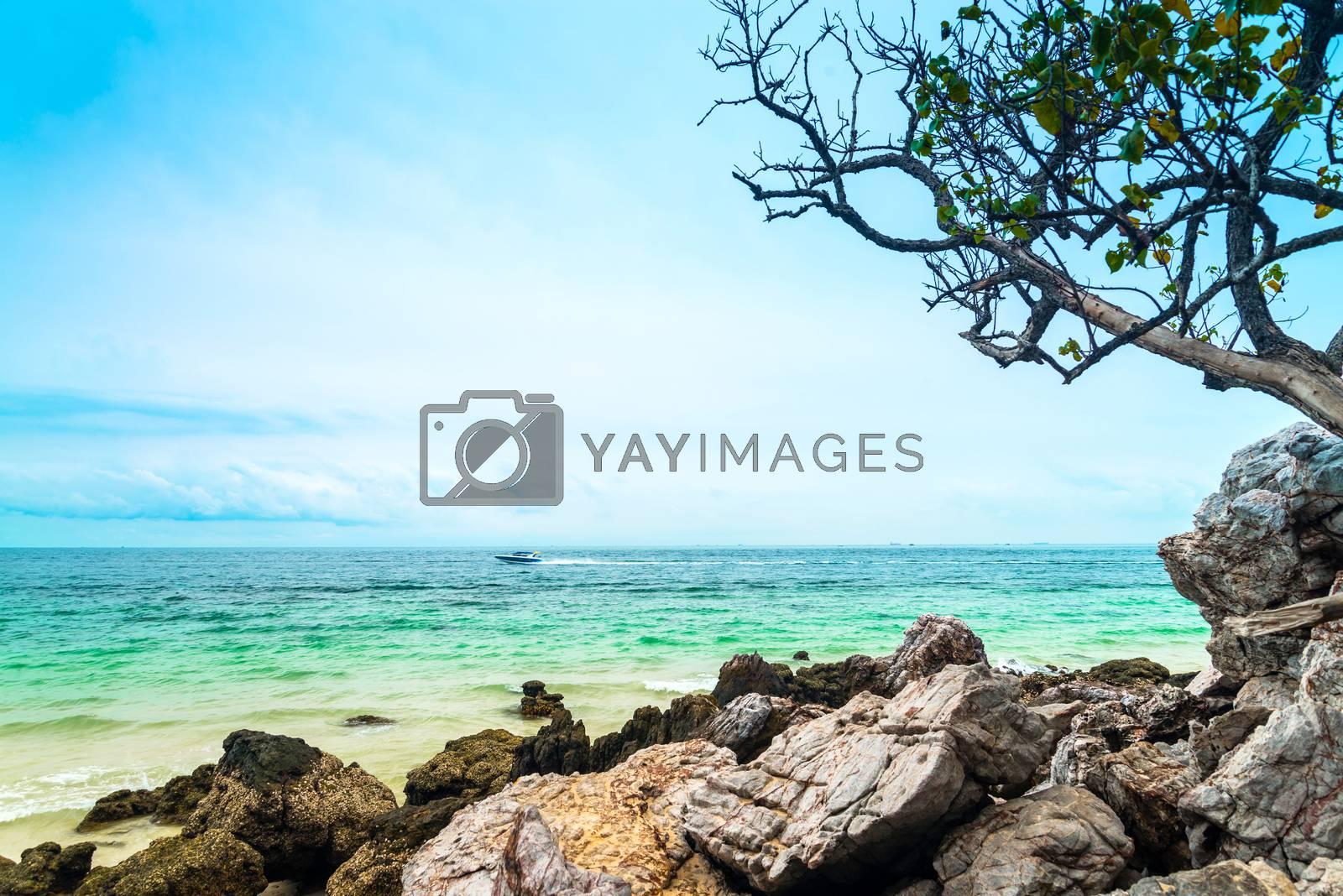 Koh Larn, Ta Yai Beach Thailand by jakgree