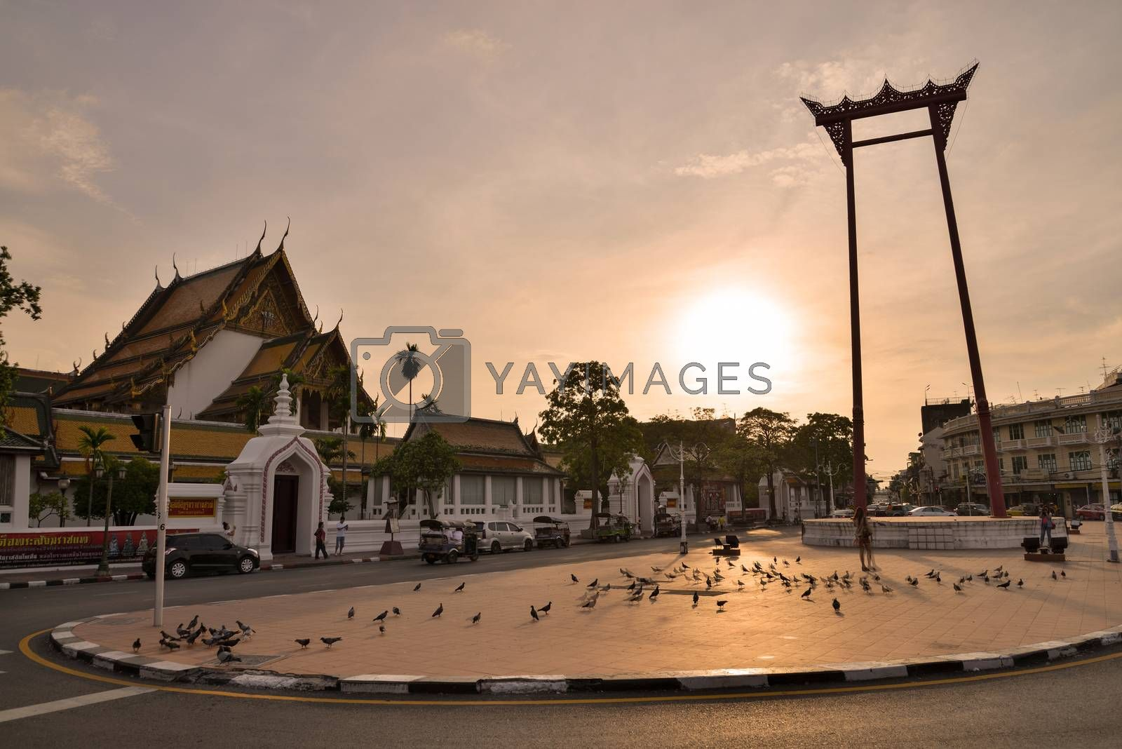 Giant Swing and Suthat Temple at Twilight Time, Bangkok, Thaila by jakgree