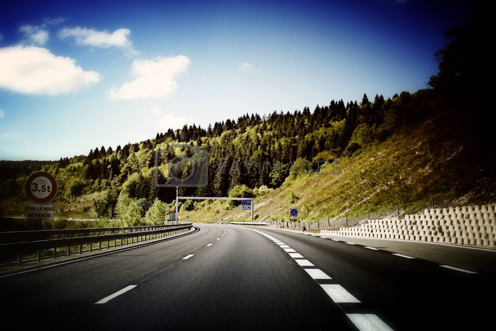Picture of a empty highway.