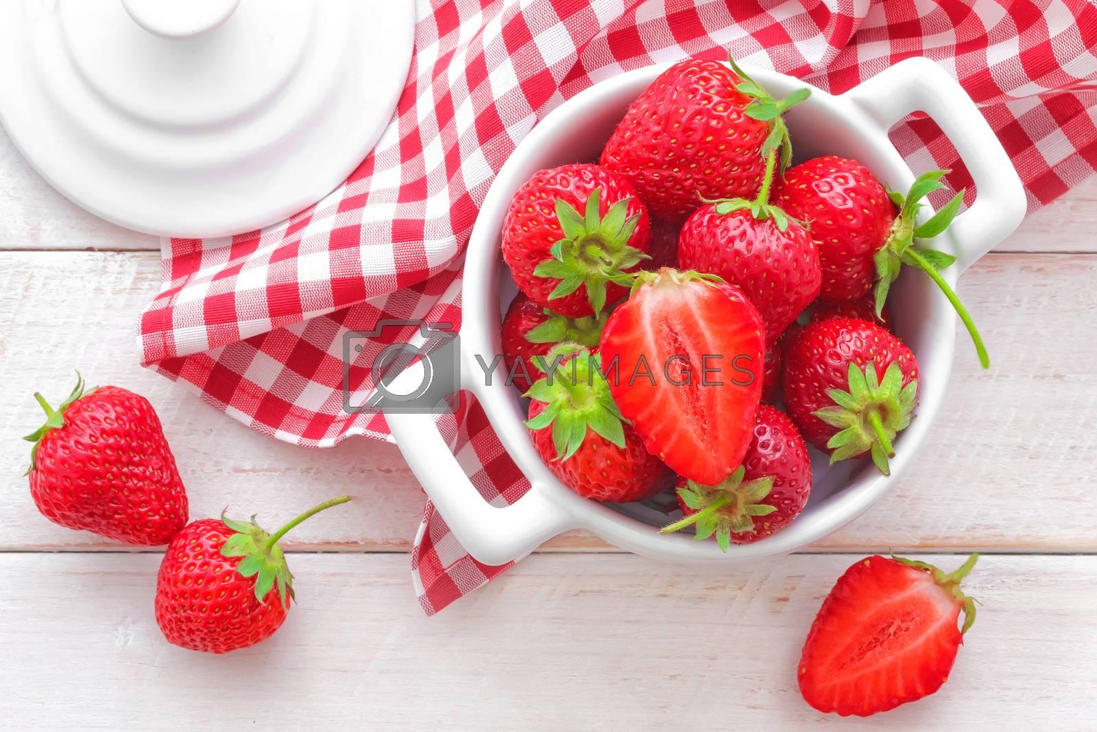 Strawberry by yelenayemchuk
