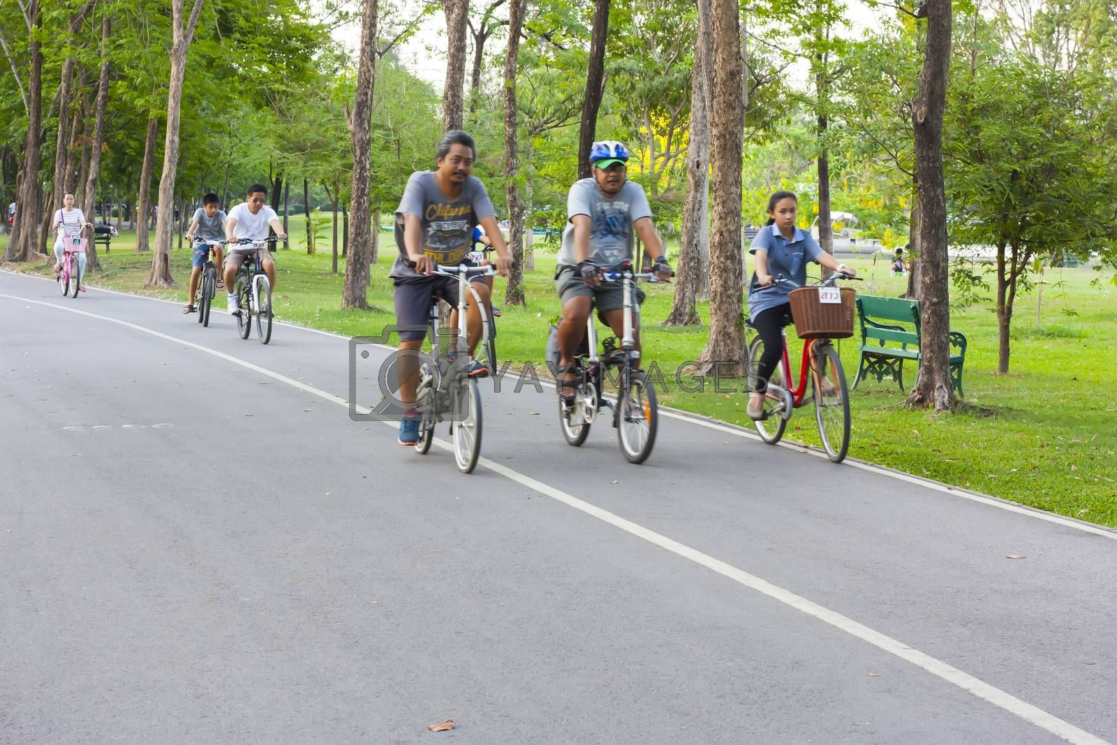 Unidentified people cycling in the park for a good health. Photo: Amnarj2006/ yaymicro.com