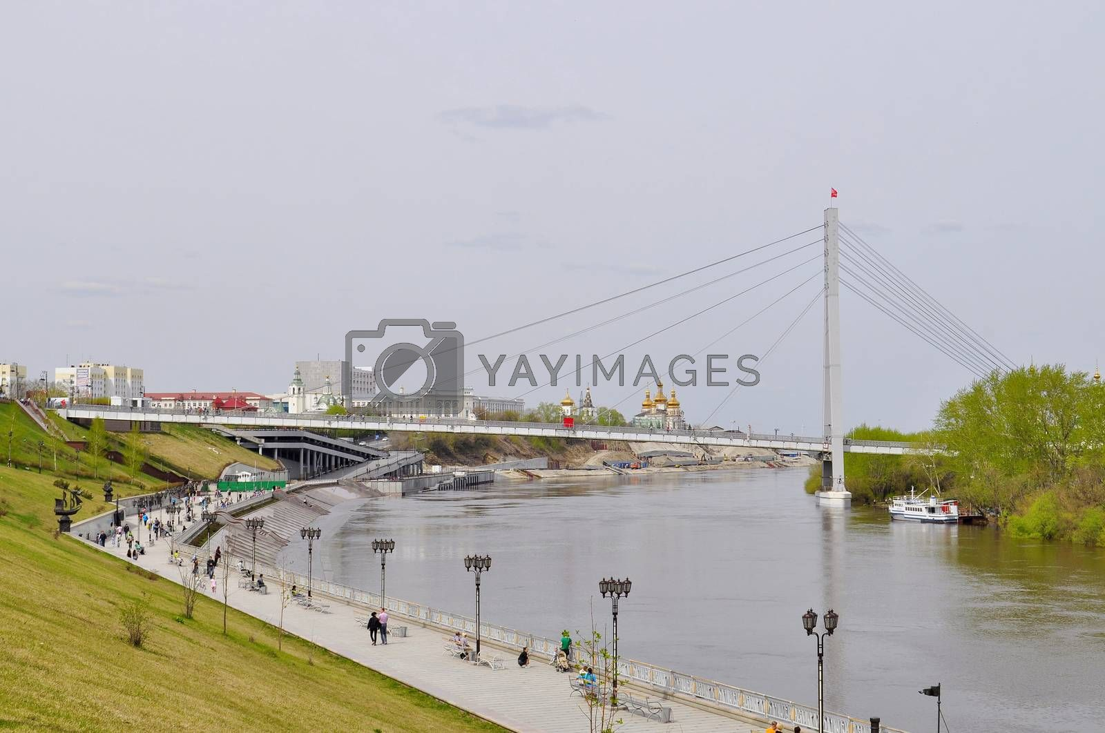 The embankment in Tyumen. Spring flood of the Tura River.