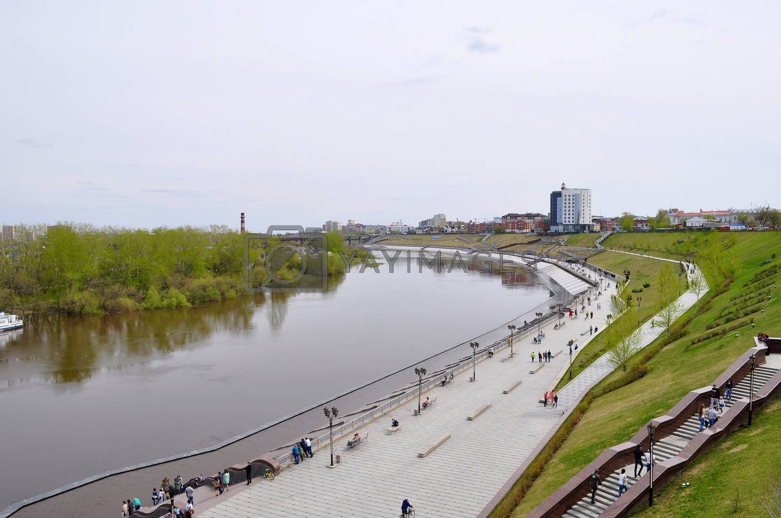 The embankment in Tyumen. Spring flood of the Tura River