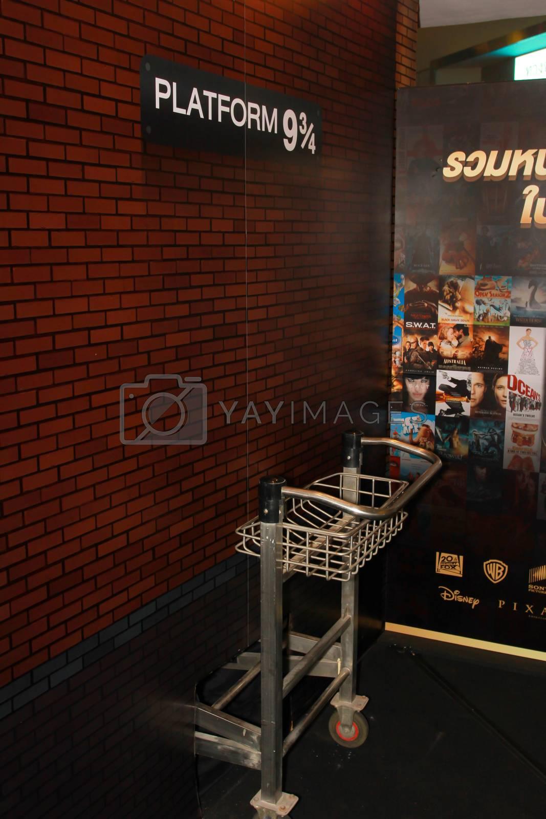 BANGKOK - MAY. 11: A Platform 9 3/4 model with unidentified model in Thailand Comic Con 2014 on May 11, 2014 at Siam Paragon, Bangkok, Thailand.