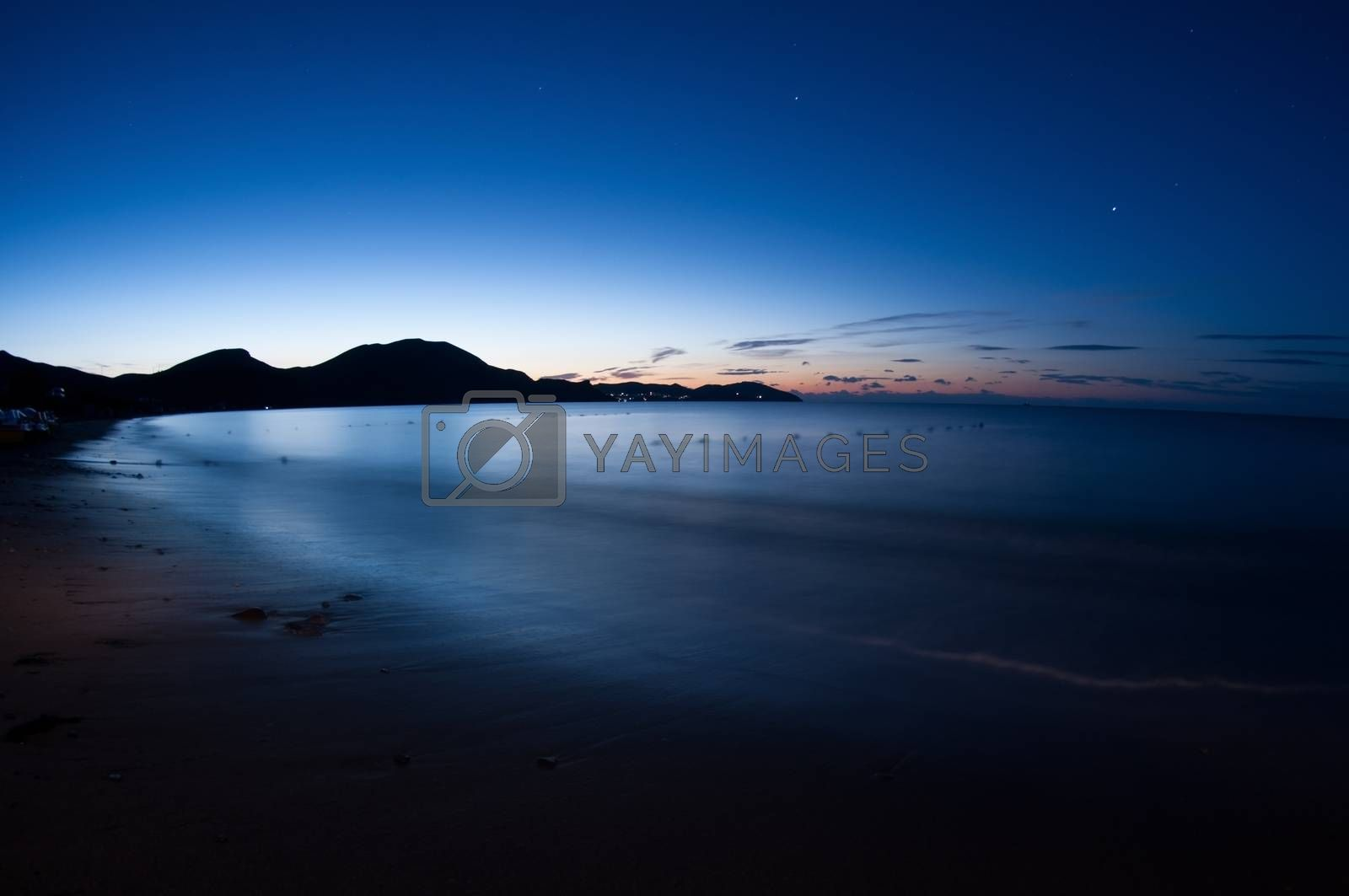 Night shot of sea. by bashta