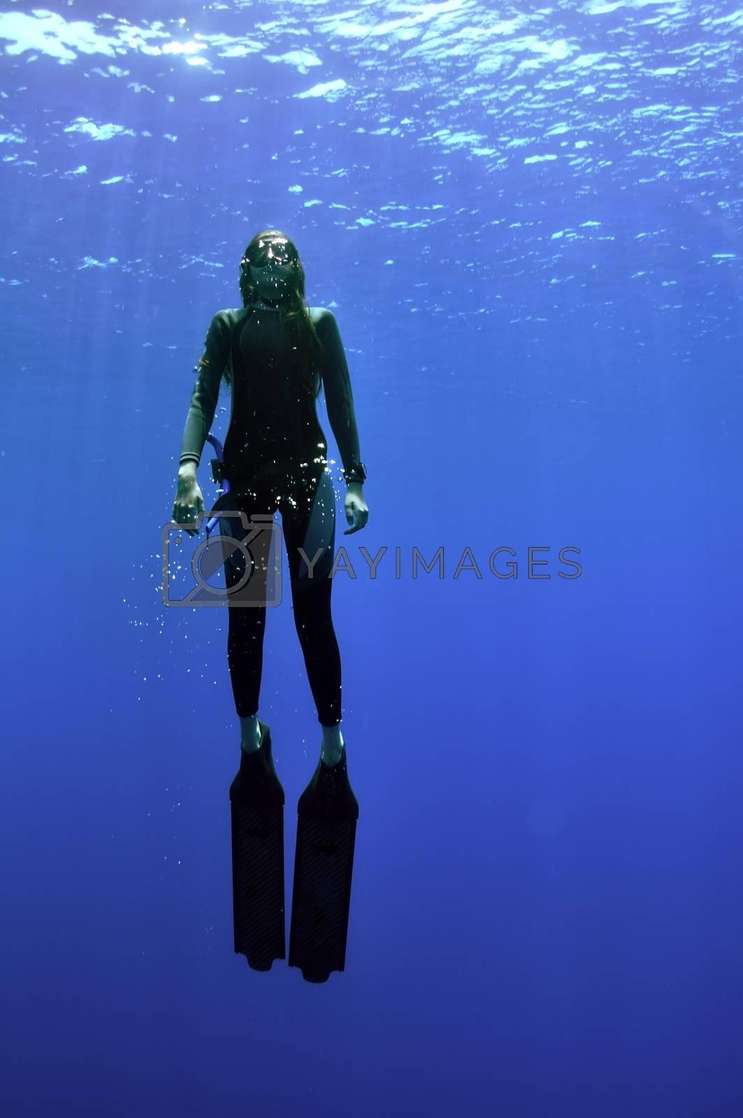 girl and sea by bashta
