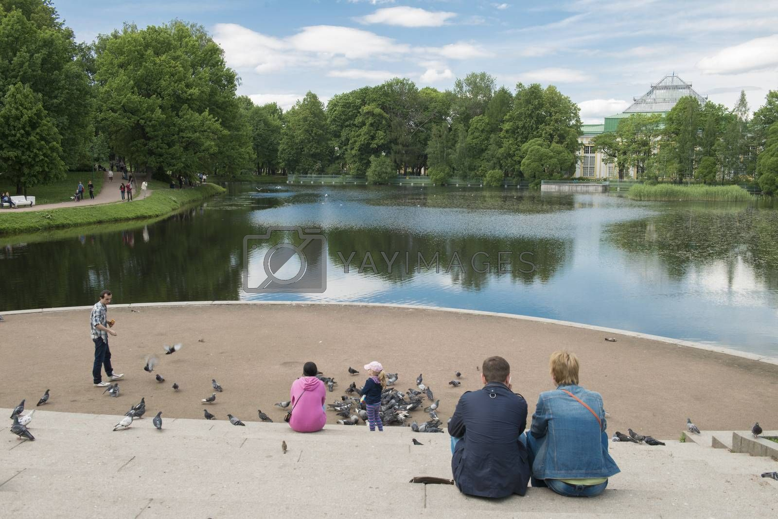 There are in one of its former aristocratic areas, the most beautiful landscape  located the Tavricheskiy park in the center of Petersburg