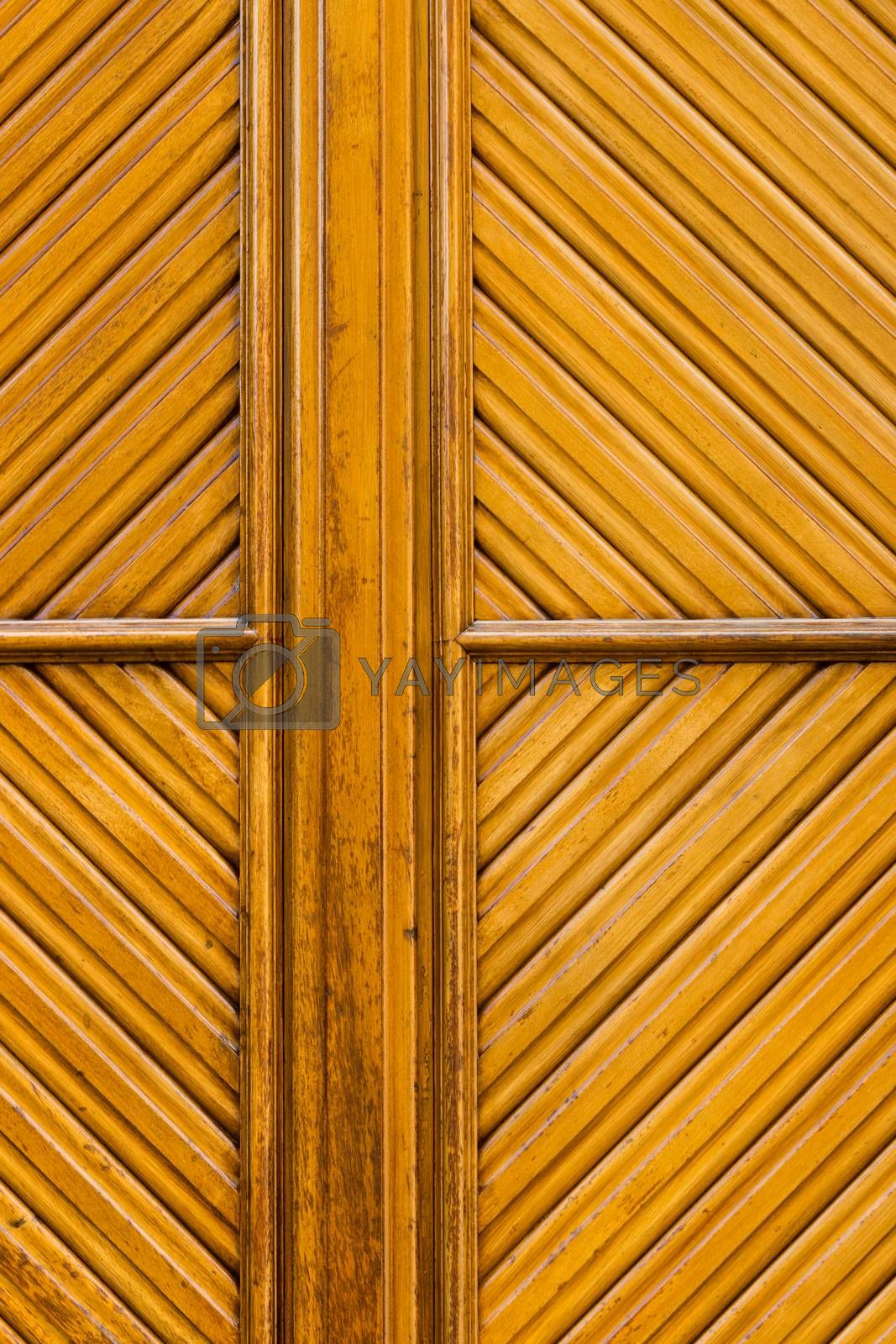 Fine rhomboid pattern in a door made from wood and yellowish coloured