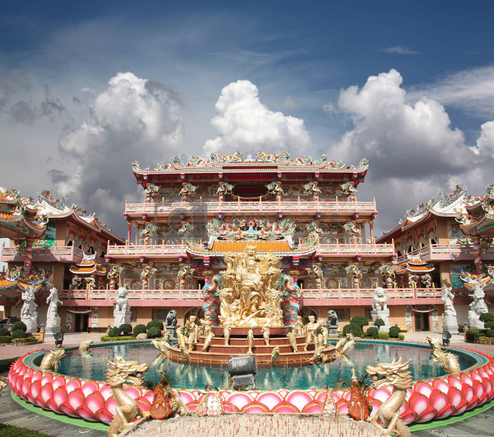 Sculpture in the Chinese Temple on blue sky and white cloud.