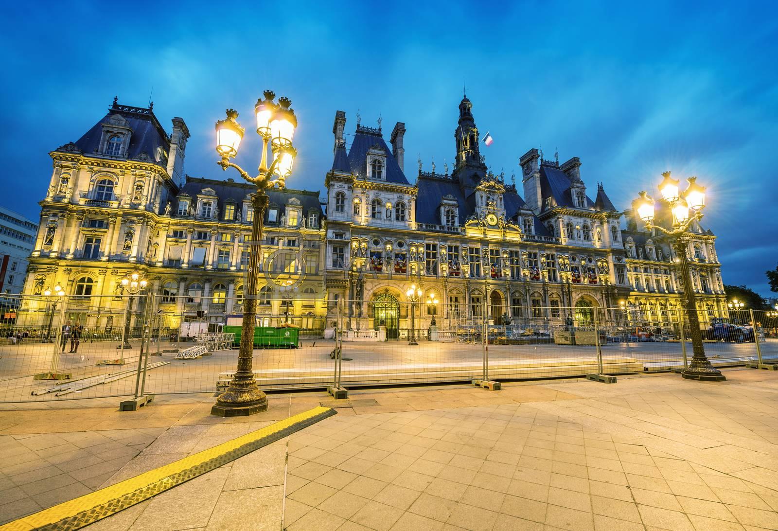Amazing view of Hotel de Ville after sunset - Paris.