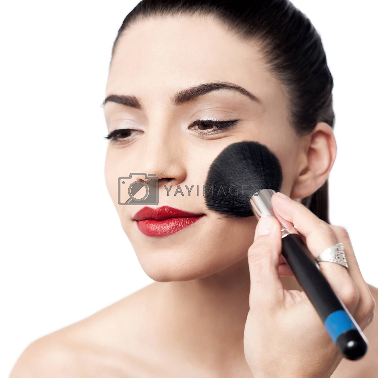 Beauty woman applying makeup with brush