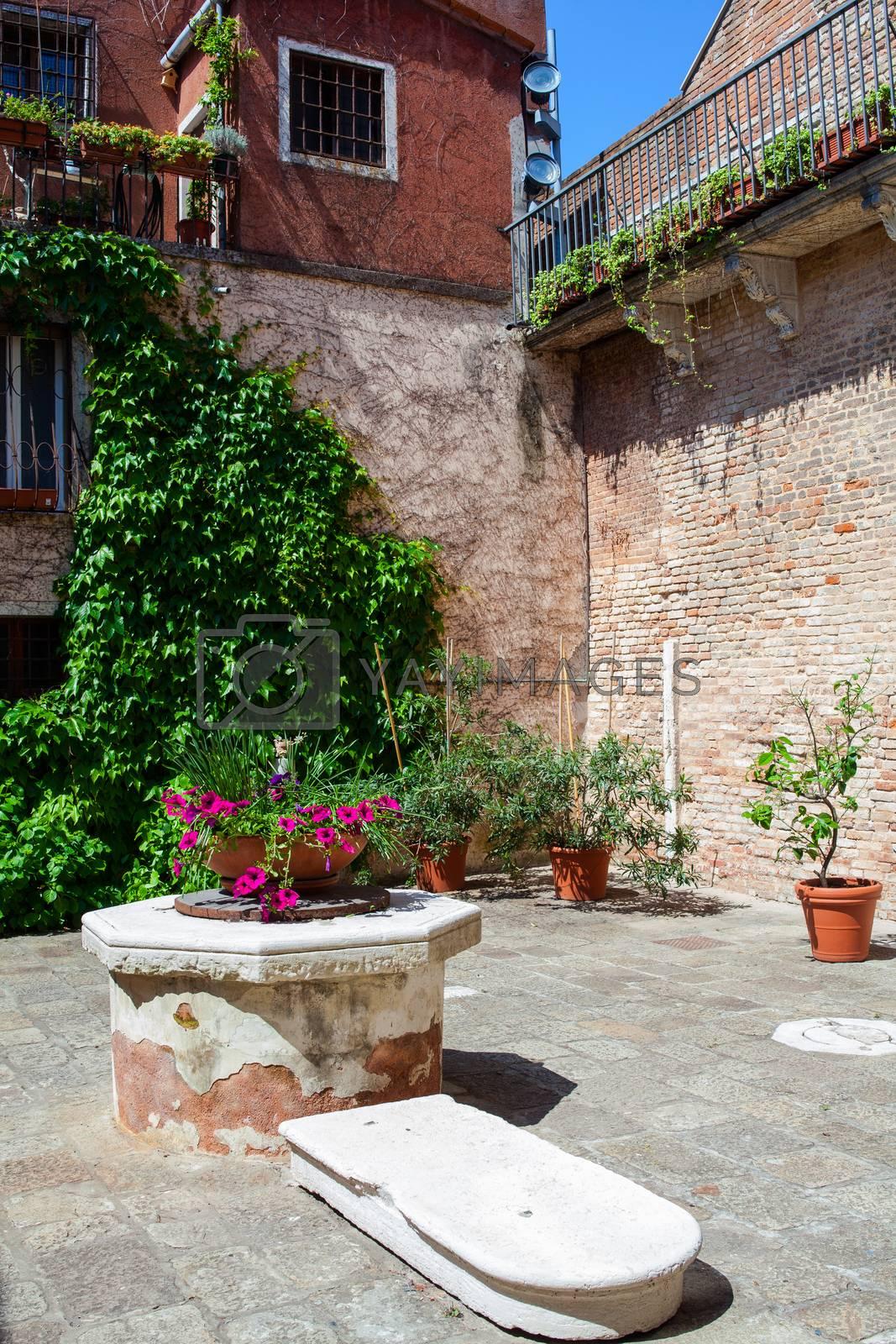 Venetian well by bepsimage