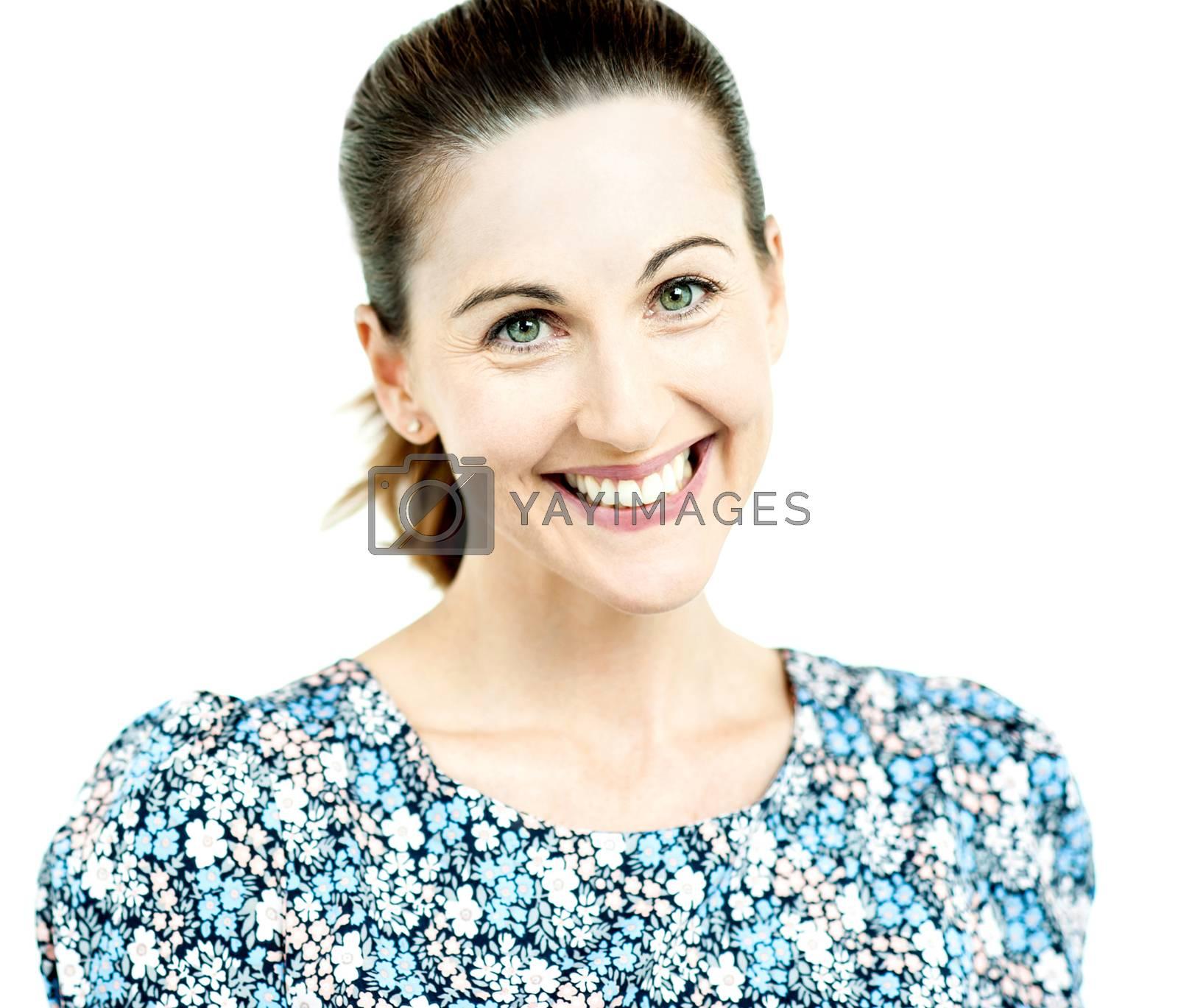 Close up of stylish woman smiling at camera